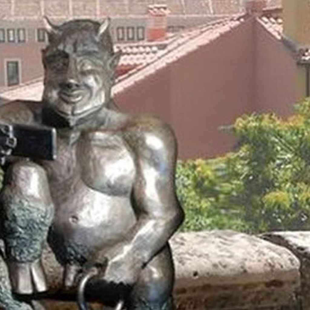 Patung Iblis di Spanyol Dikecam karena Terlihat Terlalu Ramah