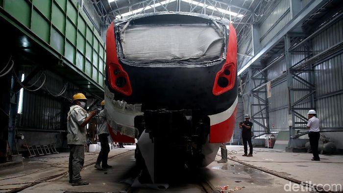 Produksi Kereta LRT Jabodebek di PT INKAFoto: Muhammad Ridho