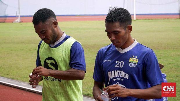 Ardi dan Frets sama-sama berasal dari Ternate.