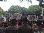 Protes OSO Tak Diloloskan Jadi Caleg DPD, Massa Geruduk KPU
