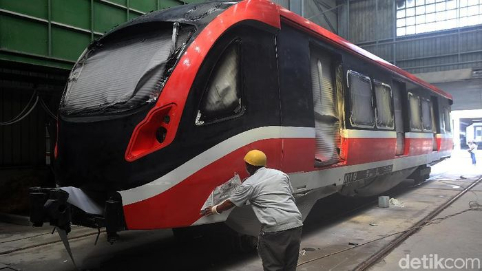Proses Pembuatan LRT Jabodebek di Markas INKA/Foto: Muhammad Ridho
