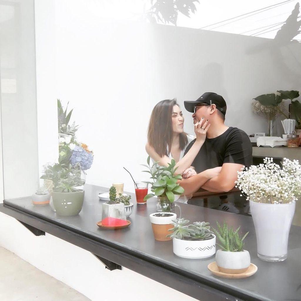 Manis dan Romantis, Momen Kulineran Viviane Bareng Sammy Simorangkir