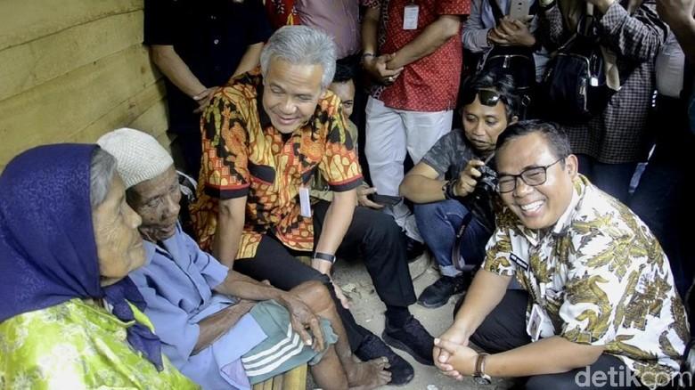 Gubernur Ganjar Kunjungi Pasangan Lansia di Pekalongan