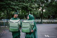 Sweet! Foto Prewedding Pasangan Ini Bertema Layanan Antar Makanan Ojol