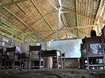 Miris! Sekolah di Aceh Ini Beratap Daun Beralaskan Tanah