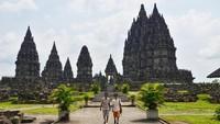 Bangunan candi nan megah serta Cerita Roro Jonggrang yang melegenda, menjadikan candi ini sebagai salah satu destinasi favorit wisatawan bila liburan ke Yogyakarta. (Satria Nandha/detikTravel)