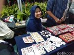 Cerita Fera Jual Pernak-pernik Jokowi dan Prabowo di Lokasi Debat