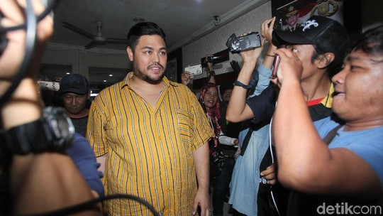 Tangis Nikita Mirzani Jalani Sidang Cerai, Ivan Gunawan Jalani Tes Urine