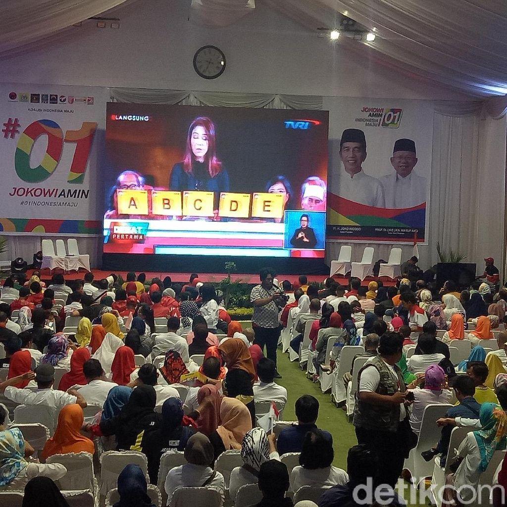 Relawan dan Pendukung Jokowi-Maruf Nobar Debat di Makassar