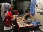 Penjual Atribut di Tempat Nobar Prabowo-Sandi Banjir Rezeki