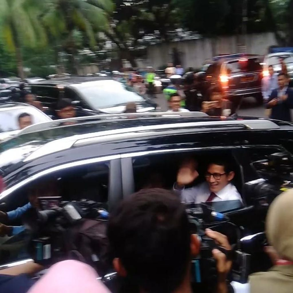 Sandiaga Tiba di Rumah Prabowo Sebelum Berangkat Bareng ke Lokasi Debat
