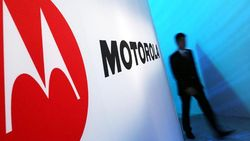 Inikah Wujud Ponsel Layar Lipat Motorola Razr?