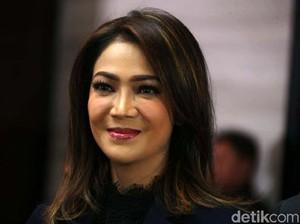 Rahasia Kecantikan Ira Koesno yang Bikin Netizen Salah Fokus di Debat Capres