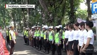 Polisi Gandeng SPG Tertibkan Lalu Lintas Surabaya
