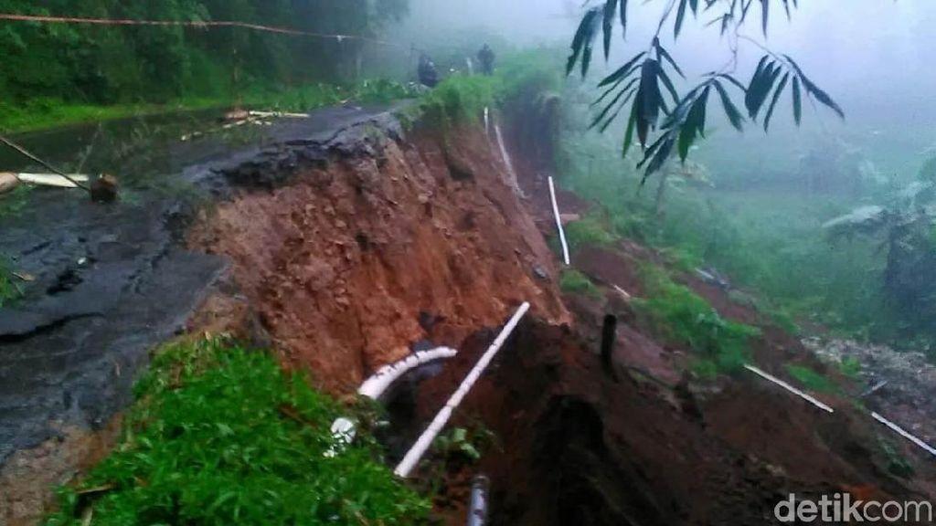 Jalan Banjarnegara-Dieng di Wanayasa Longsor, Ini Jalur Alternatifnya