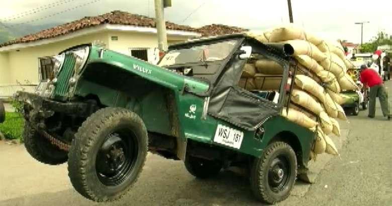 Awalnya mobil Jeep digunakan pemerintah Armenia sebagai kendaraan militer namun lambat laun mobil ini menjadi alat transportasi untuk mengangkut kopi. Karena dianggap kokoh, mobil ini juga jadi kendaraan angkut hasil bumi lainnya. Foto: Istimewa