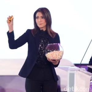 Cantiknya Ira Koesno di Debat Pilpres 2019, Mencuri Atensi dengan Baju Lace