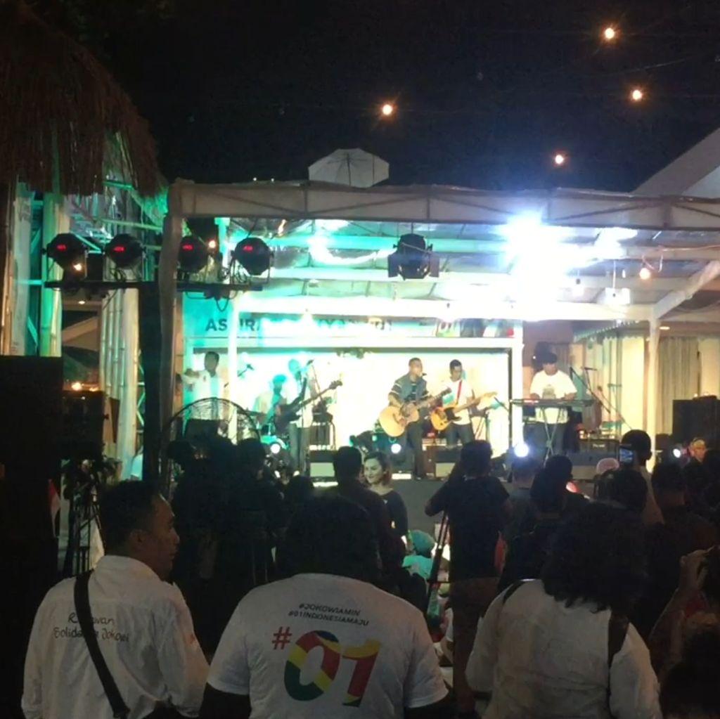 Nobar di Rumah Aspirasi: Ada Live Music Hingga Stand Up Comedy