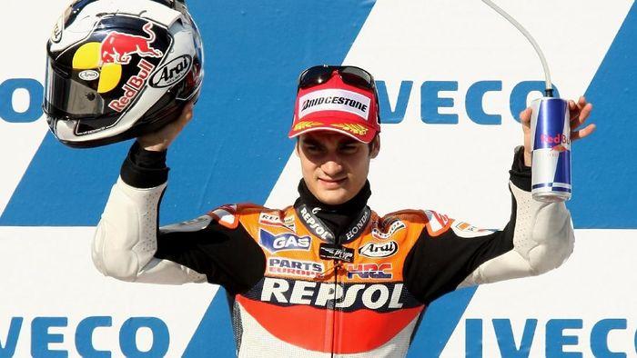 Pada 2009, Dani Pedrosa masih membalap untuk Repsol Honda. Kini, pebalap Spanyol itu sudah hengkang dan memilih menjadi tes rider KTM. (Foto: Quinn Rooney/Getty Images)