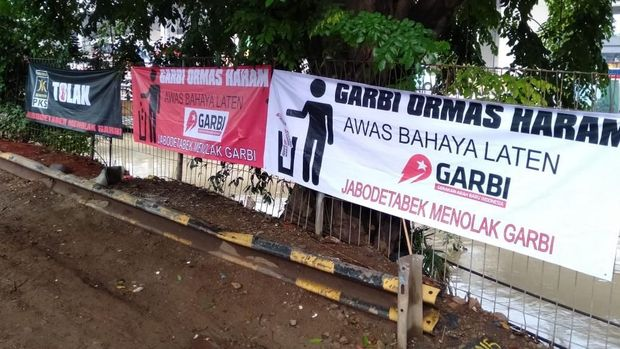 Muncul spanduk yang menolak keberadaan ormas Gerakan Arah Baru Indonesia (Garbi).