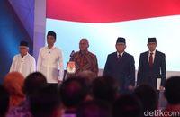 Jokowi-Ma'ruf dan Prabowo-sandi kompak berpeci hitam di Debat Capres 2019.