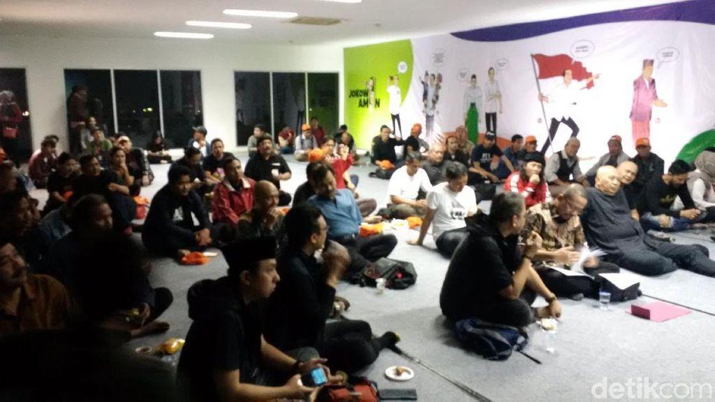 Relawan Jokowi-Maruf Amin Gelar Nobar Debat Capres di Bandung