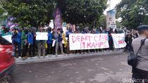 Mahasiswa Demo di Bidakara, Minta Debat Capres Digelar di Kampus