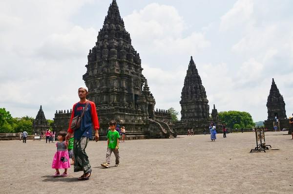 Banyak hal yang bisa diekplorasi di Candi Prambanan. Seperti legenda Roro Jongrang dan Sendratari Ramayanan. (Satria Nandha/detikTravel)