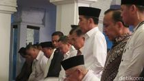 Jelang Debat, Jokowi-Maruf hingga JK Salat Magrib di Masjid Istana