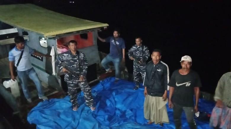 TNI AL Tangkap Kapal dari Malaysia Penyelundup 18 Ton Bawang di Aceh
