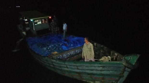 3 Anak buah kapal juga diamankan.