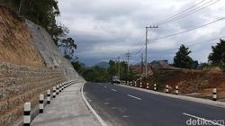 Langganan Longsor, Petugas Siap Alat Berat di Jalur Pacitan-Ponorogo