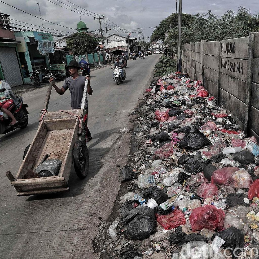 Jorok! Tumpukan Sampah di Depan Tulisan Dilarang Buang Sampah