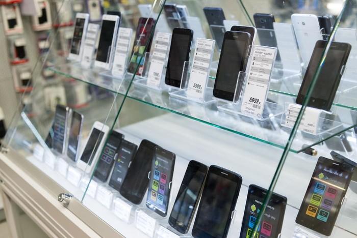 Ilustrasi penjualan smartphone. Foto: Shutterstock