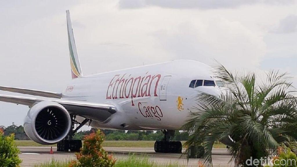 Pesawat Ethiopia yang Dipaksa Turun TNI AU Masih Parkir di Batam