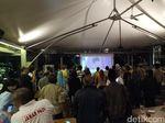 Pendukung Prabowo-Sandi Meriahkan Nobar Debat Capres di Bandung