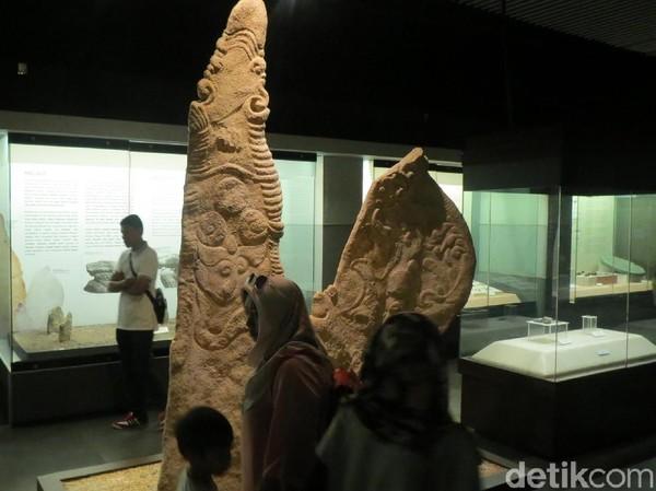Beberapa artefak megalitikum yang menarik di museum ini. Museum ini terdiri dari 2 lantai dan dibagi menjadi 4 galeri, prasejarah, kerajaan, masa penjajahan dan era modern (Fitraya/detikTravel)