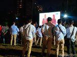 Nobar di Lapangan Bidakara, Para Pendukung Ke-2 Paslon Anteng