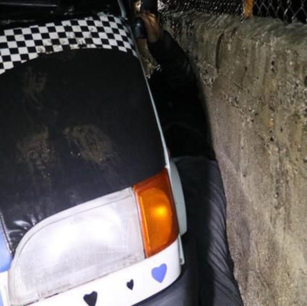 Polisi Turki Selamatkan Pencuri yang Terjepit Mobil Saat Sembunyi