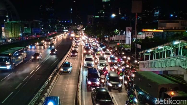 Lalu lintas dari Semanggi ke Pancoran. Foto: Samsudhuha Wildansyah/detikcom