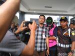 Kejari Surabaya Terima Tersangka Korupsi dari Mabes Polri