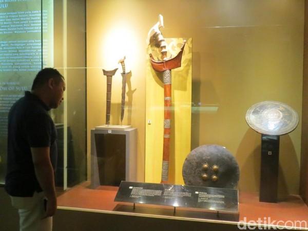 Senjata lain yang jadi koleksi museum adalah Sundang atau keris Melayu berukuran besar dari Kesultanan Sulu di wilayah Borneo Malaysia (Fitraya/detikTravel)