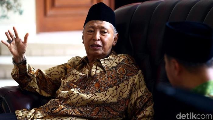 Ketua Umum PPP Muktamar Jakarta Humphrey Djemat bersama pengurus partai lainnya berkunjung ke rumah Hamzah Haz. Apa yang dibahas keduanya?