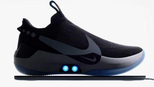 Canggih! Sepatu Nike Ini Bisa Ubah Warna & Ikat Tali Sendiri