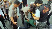 Pria Mengaku Tuhan Ngamuk dan 'Pingsan' di Markas Polisi