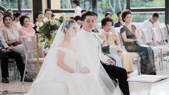 Happy Wedding! Serba Putih di Pemberkatan Edric Tjandra