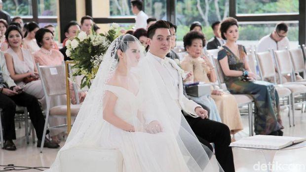 Vanessa Angel Tersangka hingga Istri Ustad Maulana Meninggal