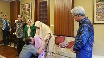 Kemlu Serahkan WNI yang Dibebaskan dari Abu Sayyaf ke Keluarga
