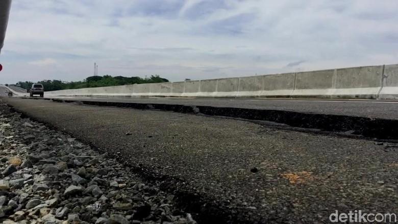 Tol Pemalang-Batang KM 321 Retak, Fondasi Penahan Jalan Longsor
