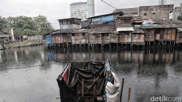 kawasan kumuh di Jakarta